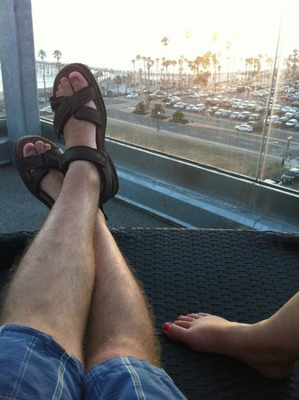 SpringHill Suites San Diego Oceanside/Downtown: Laying near the pool watching the sunset