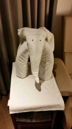 Swissotel Kolkata: Towel Elephant in room