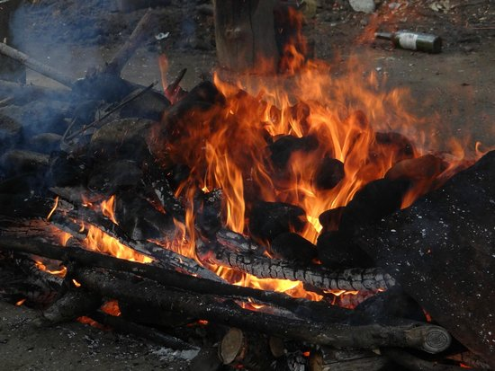 Curanto Victor Goye: calentando piedras