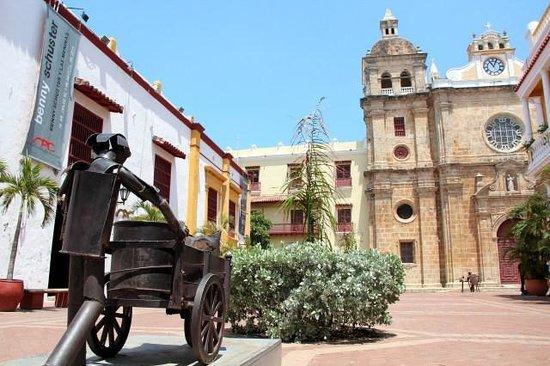 Santuario de San Pedro Claver: Na frente da Catedral