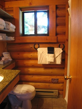 Cowboy Village Resort : bathroom