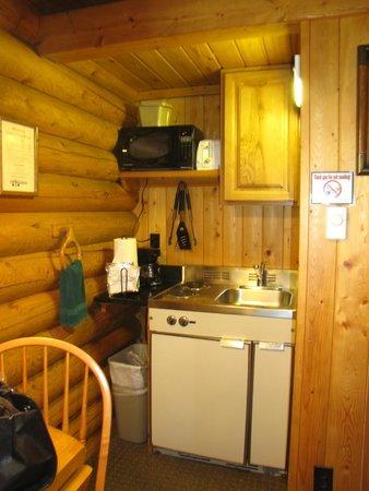 Cowboy Village Resort : kitchen