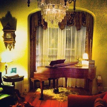 Inn On Carleton: the living room