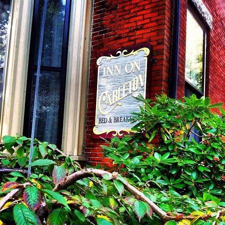 Inn On Carleton: front of the inn
