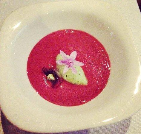 Restaurant Montiel: tomaten 15% und kirschen 85% gazpacho mit gurken sorbet