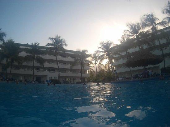 SUNSOL Isla Caribe: Vista desde la piscina