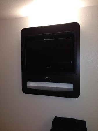 Motel 6 Paso Robles : Flat screen tv built in
