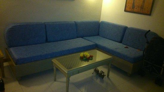 Aparthotel Paradise Island: sofa cama en salon nuevo ,perfecto estado