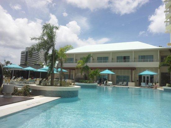 Lotte Hotel Guam: The pool