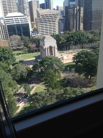 Pullman Sydney Hyde Park : View of Anzac Memorial at Hyde Park