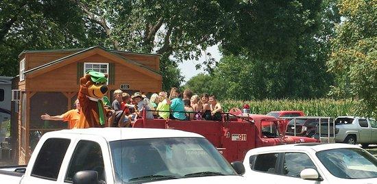Kansas City Jellystone Park : Firetruck ride
