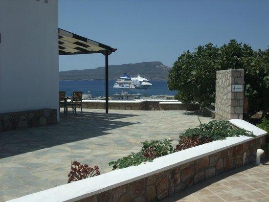 Santa Maria Village: Vista desde el Hotel al Golfo de Adamas