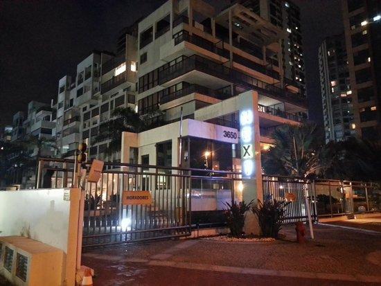 Next Barra Prime  puerta del hotel de noche 3f02e289ef3c6