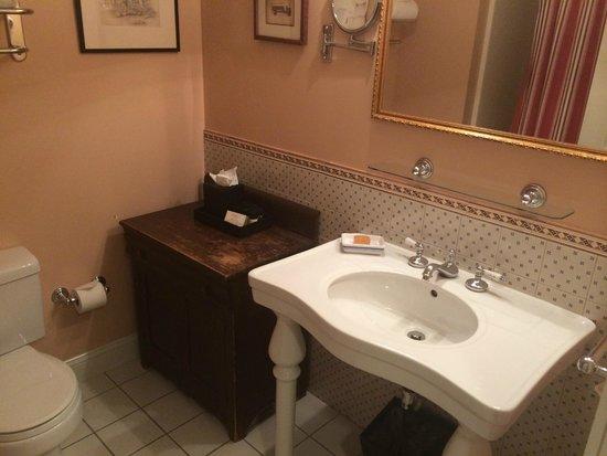 Kendall Hotel: Banheiro