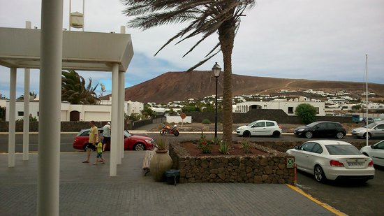 Aparthotel Paradise Island: puerta hotel
