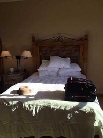 Lodge on the Desert: Clunky furniture