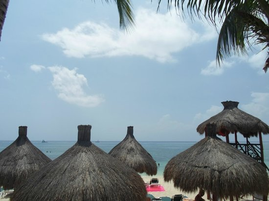 Occidental Grand Cozumel: View of the beach from the pool