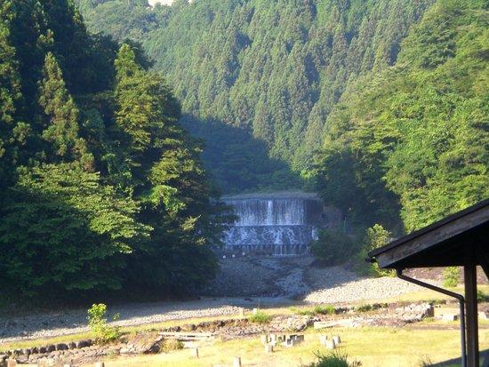 Yabitsu Pass: 金沢キャンプ場付近から臨む塩水橋