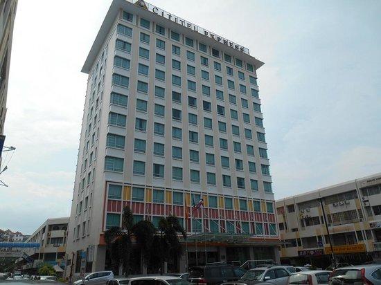 Cititel Express Kota Kinabalu: Hotel Entrance