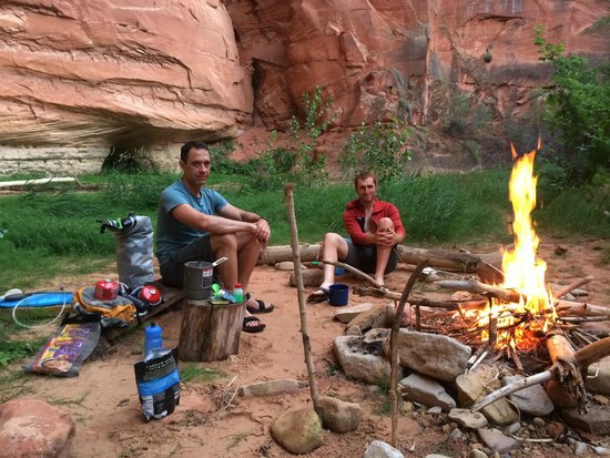 Zion Mountaineering School: Camping and cooking in Parunuweap Canyon.