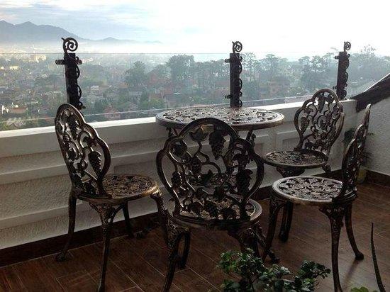 Villa Vista Hotel: View over Dalat from Top Balcony