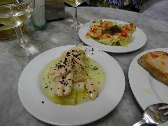 El Xampanyet: Tuna & leeks with black sea salt, artichoke hearts & sweet peppers