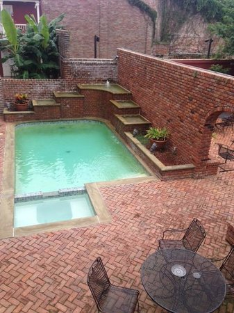Grenoble House: pool
