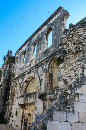 Palais de Dioclétien : palace walls