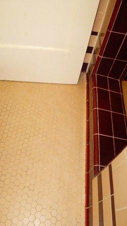 City Center Motel : Bathroom floor