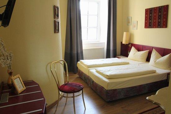 Rheinhotel St. Goar: Overall View of Room 1
