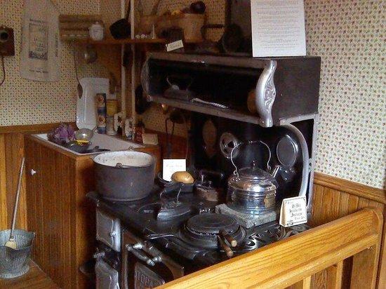 Miramont Castle Museum : Kitchen