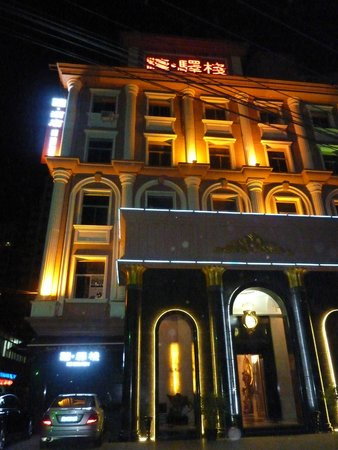The Sanlitun Inn: Front of hotel at night