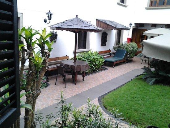 Hotel La Castellana: Vista desde la habitación en el 2do piso
