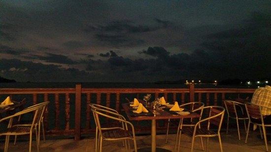 Azul Ixtapa Beach Resort & Convention Center: Oyster bar