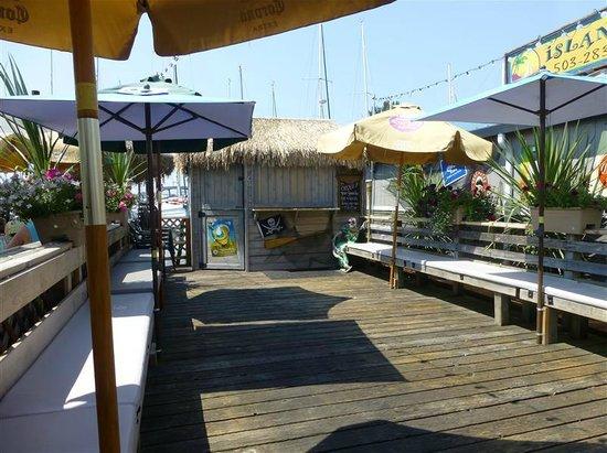Island Cafe: Waiting area and Tiki Bar
