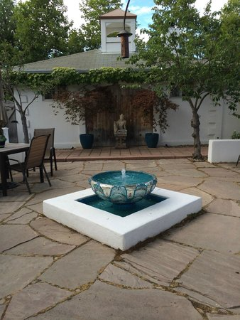 The Cottage Inn & Spa : Courtyard