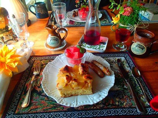 1825 Inn Bed and Breakfast: Breakfast Day 2