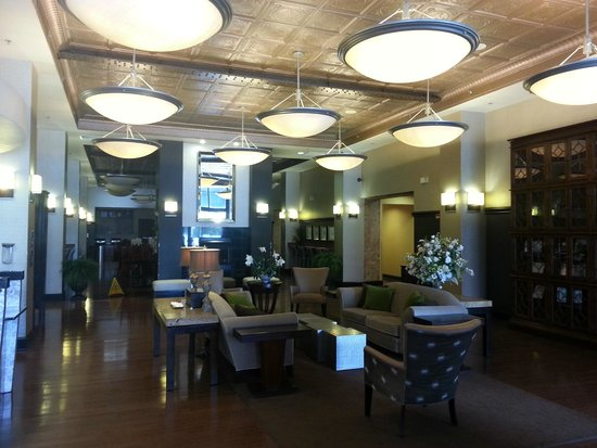 Homewood Suites by Hilton Indianapolis-Downtown : The Lobby