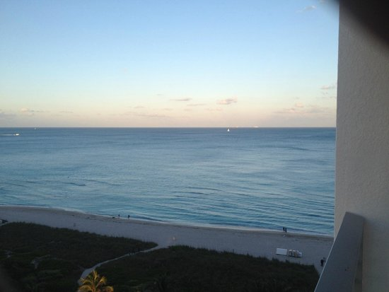Grand Beach Hotel Surfside : View from room