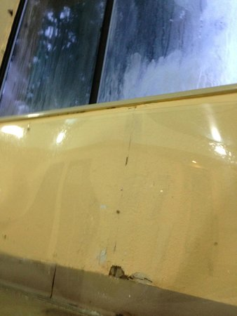 Comfort Inn: Deteriorating walls and fogged windows in the pool area