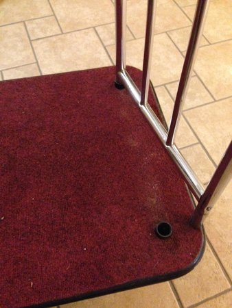 Comfort Inn: Luggage Carts falling apart