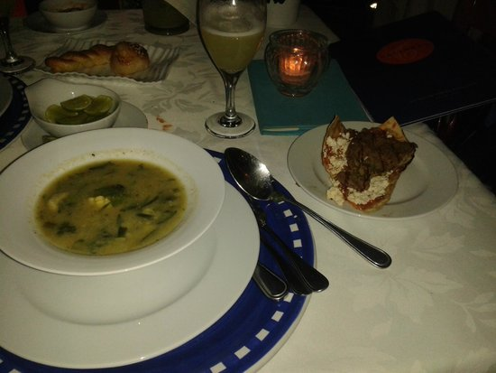 Catedral Restaurante & Bar: Oaxacan Broth made of tender zucchini leaves and blossoms with corn dumplings, served with a tla