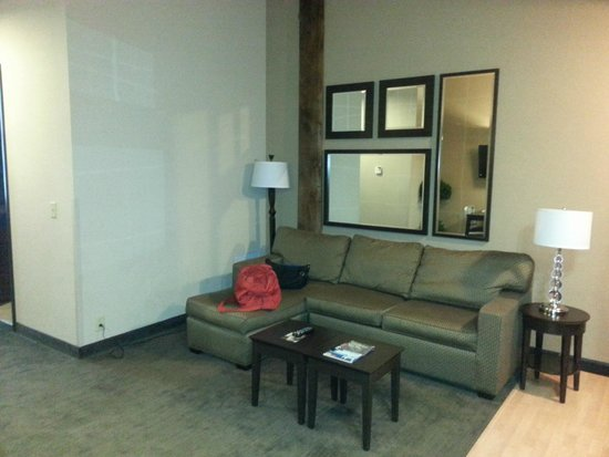 Homewood Suites by Hilton Indianapolis-Downtown: Living Area