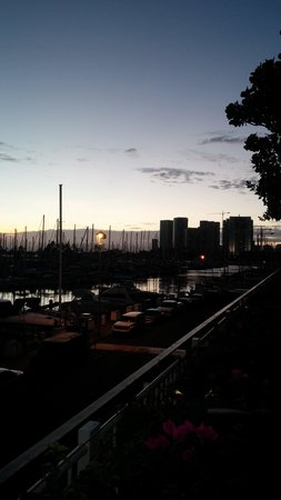 The Modern Honolulu: Modern Sunset 2