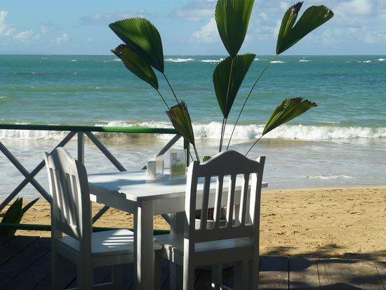 Mojitos: beachfront seating