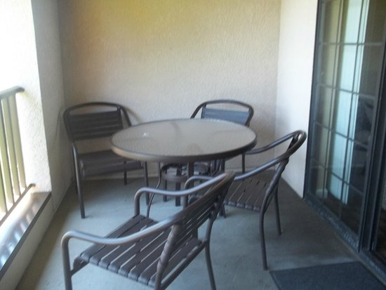WorldMark Clear Lake : all patios had tables and chairs