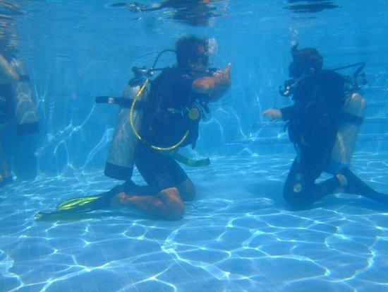 Dressel Divers: Piscina con Nazareno