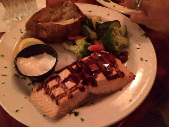 Timbers Restaurant and Fish Market: Salmon dinner