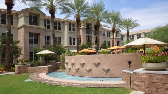 Gainey Suites Hotel: Courtyard/pool area