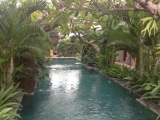 Uma Karan: piscine calme au centre des 10 chambres